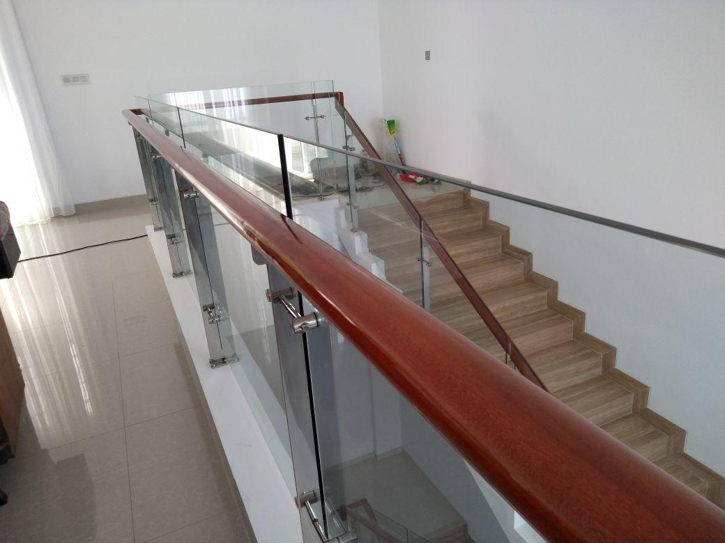 Railing tangga kaca temperd